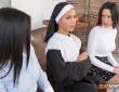 Apolonia, Aysha y Gina tienen hábitos lésbicos 7