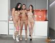 Apolonia, Natty Mellow y Julia de Lucía en un trío lésbico 1