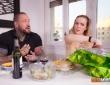Rob Diesel y Paola Guerra follan en Pascua 2