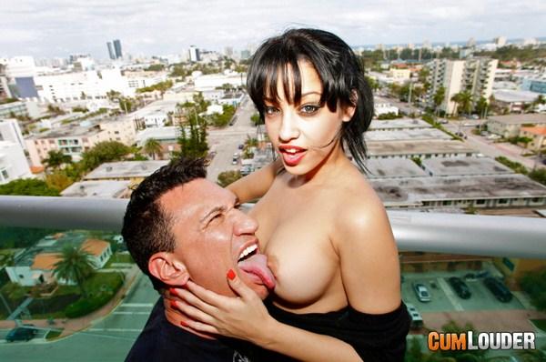 Abella Anderson y Marco Banderas en una follada