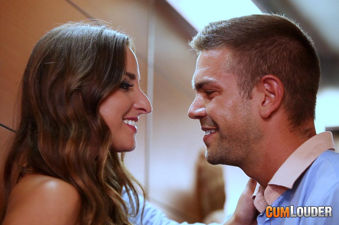 Amirah Adara y Juan Lucho se lo montan en el ascensor