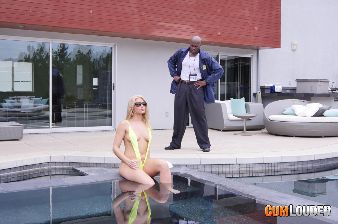 Anikka Albrite en un interracial con Lexington Steele