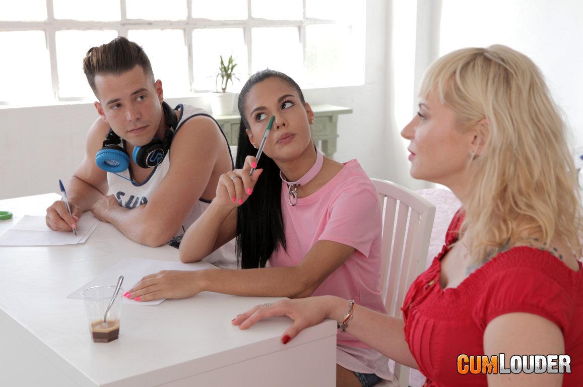 Anna Blond y Apolonia en un trío con Alberto Blanco