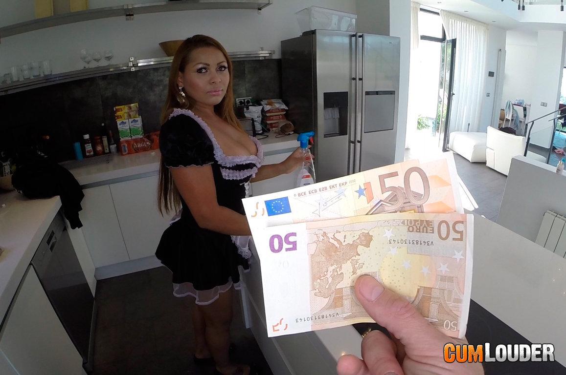 Juan Lucho practicando sexo anal con la señora de la limpieza
