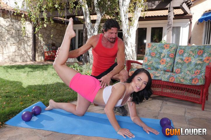 Kristina Rose y Tommy Gunn en una escena porno
