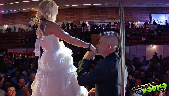 Nora Barcelona y Rat Penat en su noche de bodas